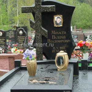 Памятник с бронзойи с бронзой 0000451