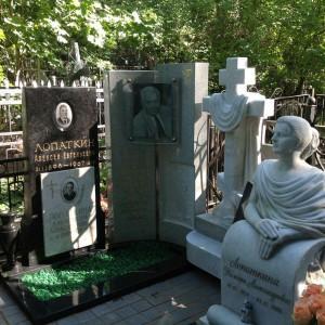 Памятник 0000473. Скульптура и крест