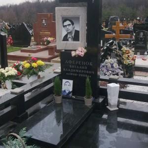 Надгробный памятник 0003010