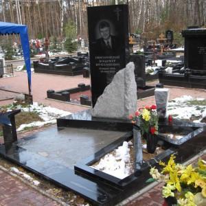 Надгробный памятник 0004008