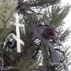 Венок-памятник кованный с розами и крестом